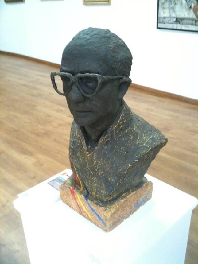 Busto de Antonio Segovia Lobillo, propiedad de su vda. que está expuesto en la sala de exposiciones del MUSEO ANTONIO SEGOVIA LOBILLO en la ciudad de Moclinejo (Málaga)